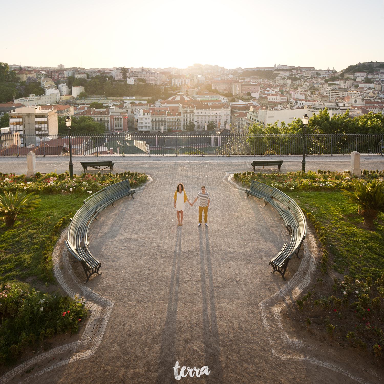 sessao-fotografica-casal-bairro-alto-lisboa-terra-fotografia-0016.jpg
