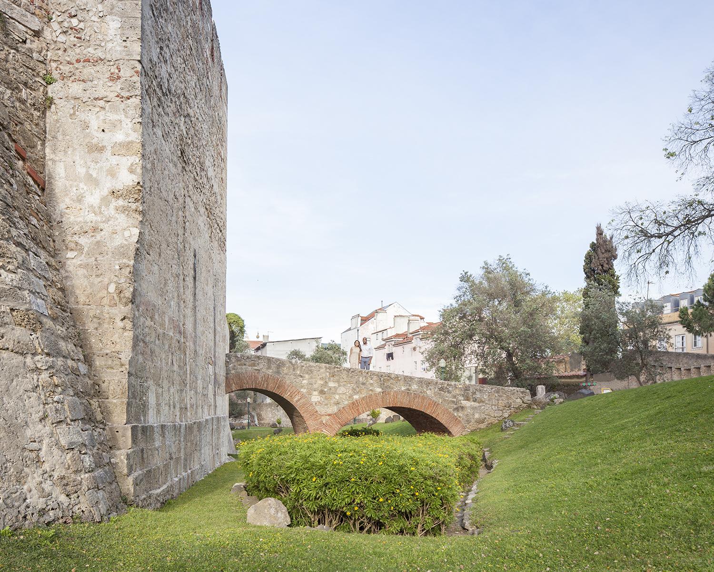 engagement-session-castelo-sao-jorge-lisboa-portugal-flytographer-terra-fotografia-17.jpg