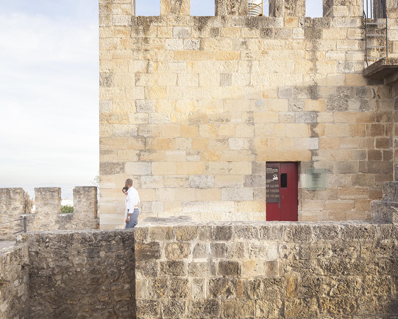 engagement-session-castelo-sao-jorge-lisboa-portugal-flytographer-terra-fotografia-34.jpg