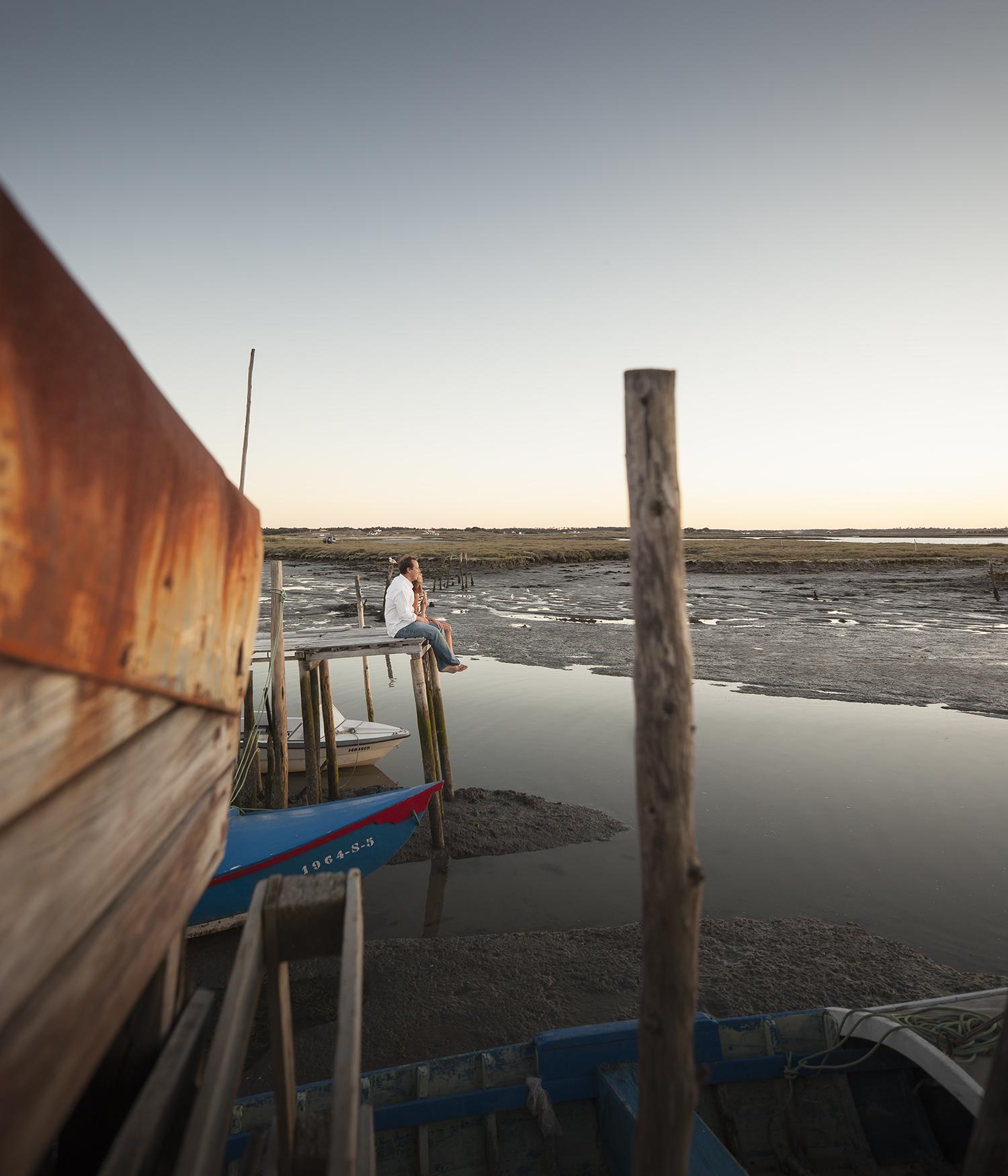 sessao-fotografica-casal-cais-palafitico-carrasqueira-comporta-terra-fotografia-19.jpg