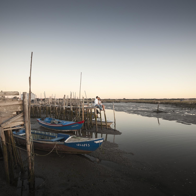 sessao-fotografica-casal-cais-palafitico-carrasqueira-comporta-terra-fotografia-18.jpg