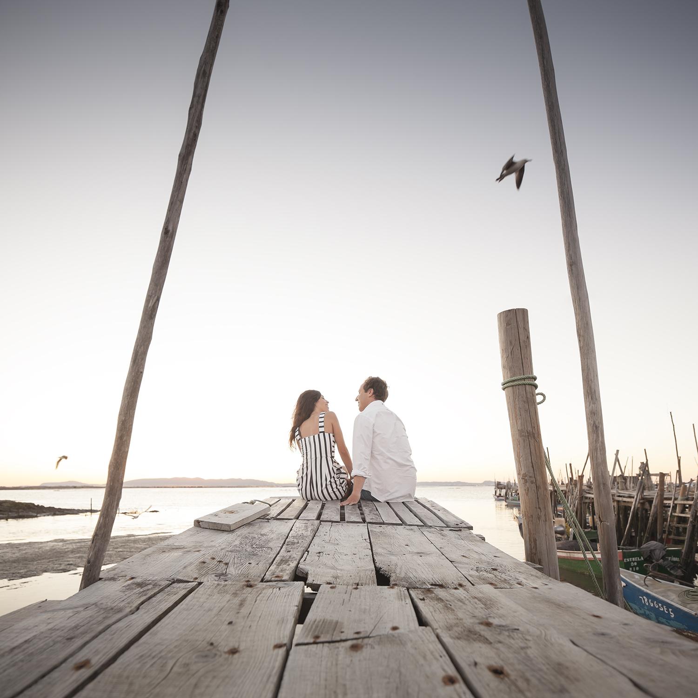 sessao-fotografica-casal-cais-palafitico-carrasqueira-comporta-terra-fotografia-21.jpg