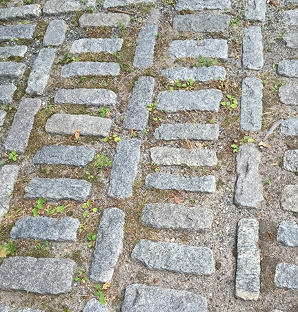 Granite stones at the leading edge of the driveway. Creativity at every turn. No wonder I loved it.