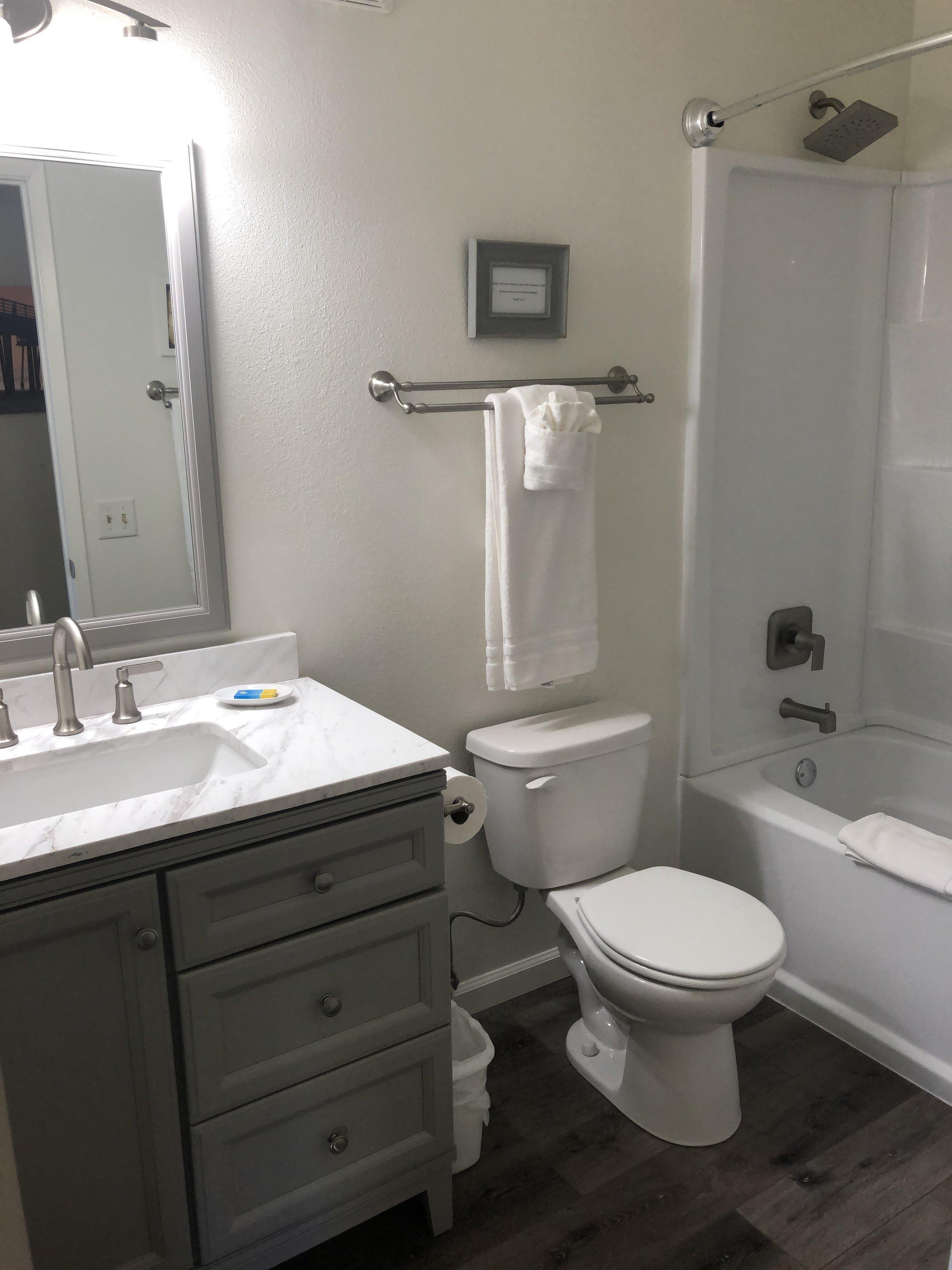new bathroom 6.JPG