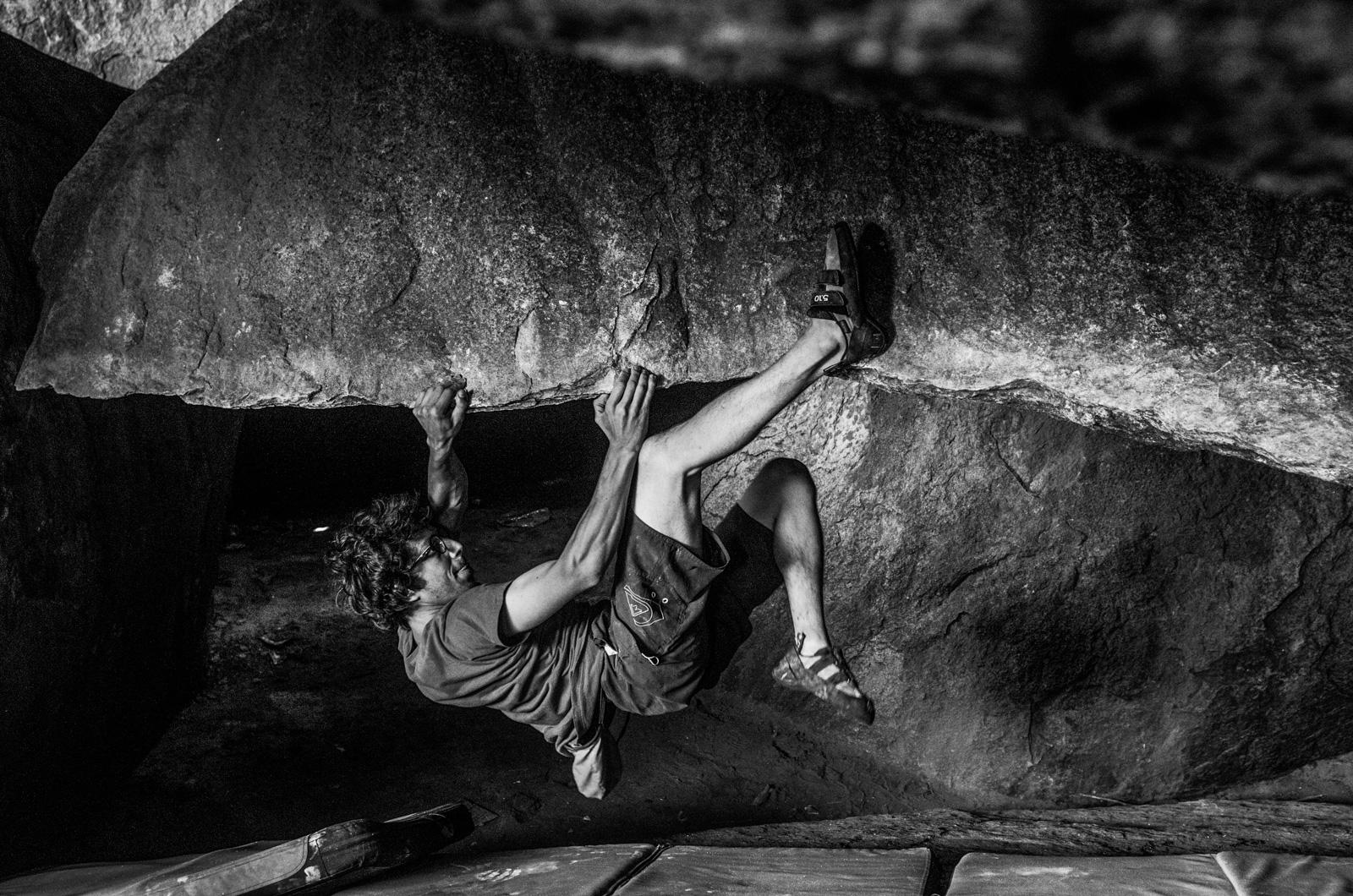 Hampi-India-bouldering-rockclimbing-AmyRolloPhoto--12.jpg