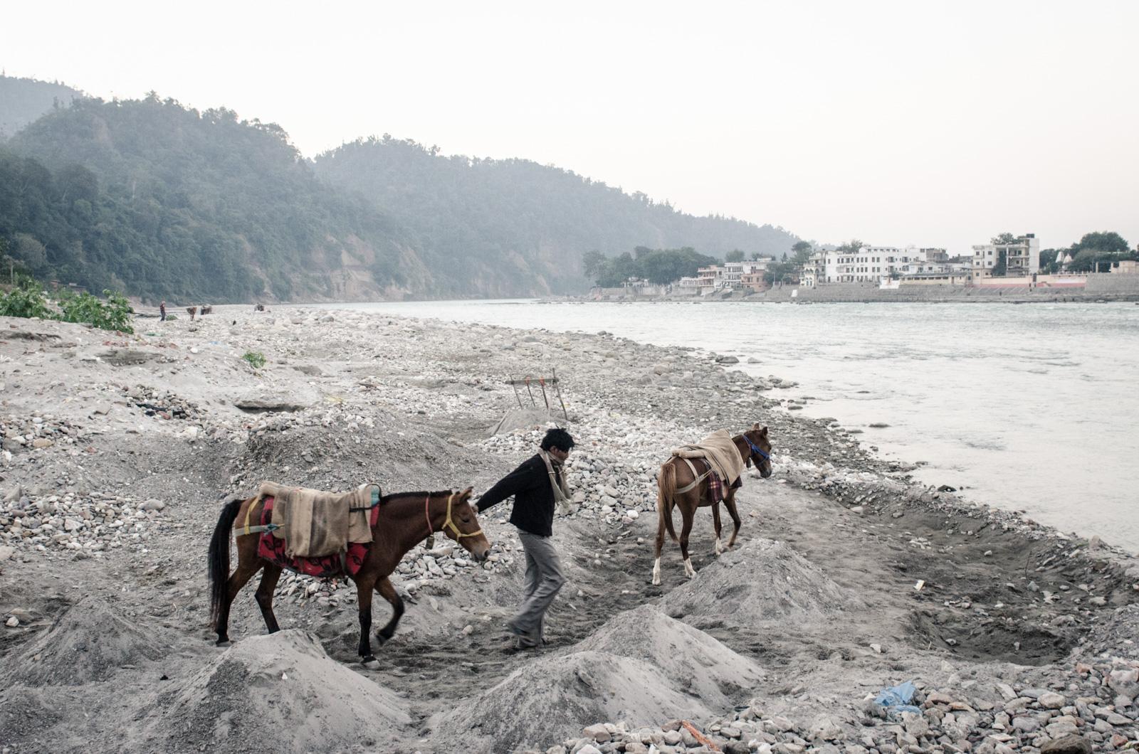 Rishikesh-Uttakarand-India-GangesRiver-AmyRolloPhoto-0500.jpg