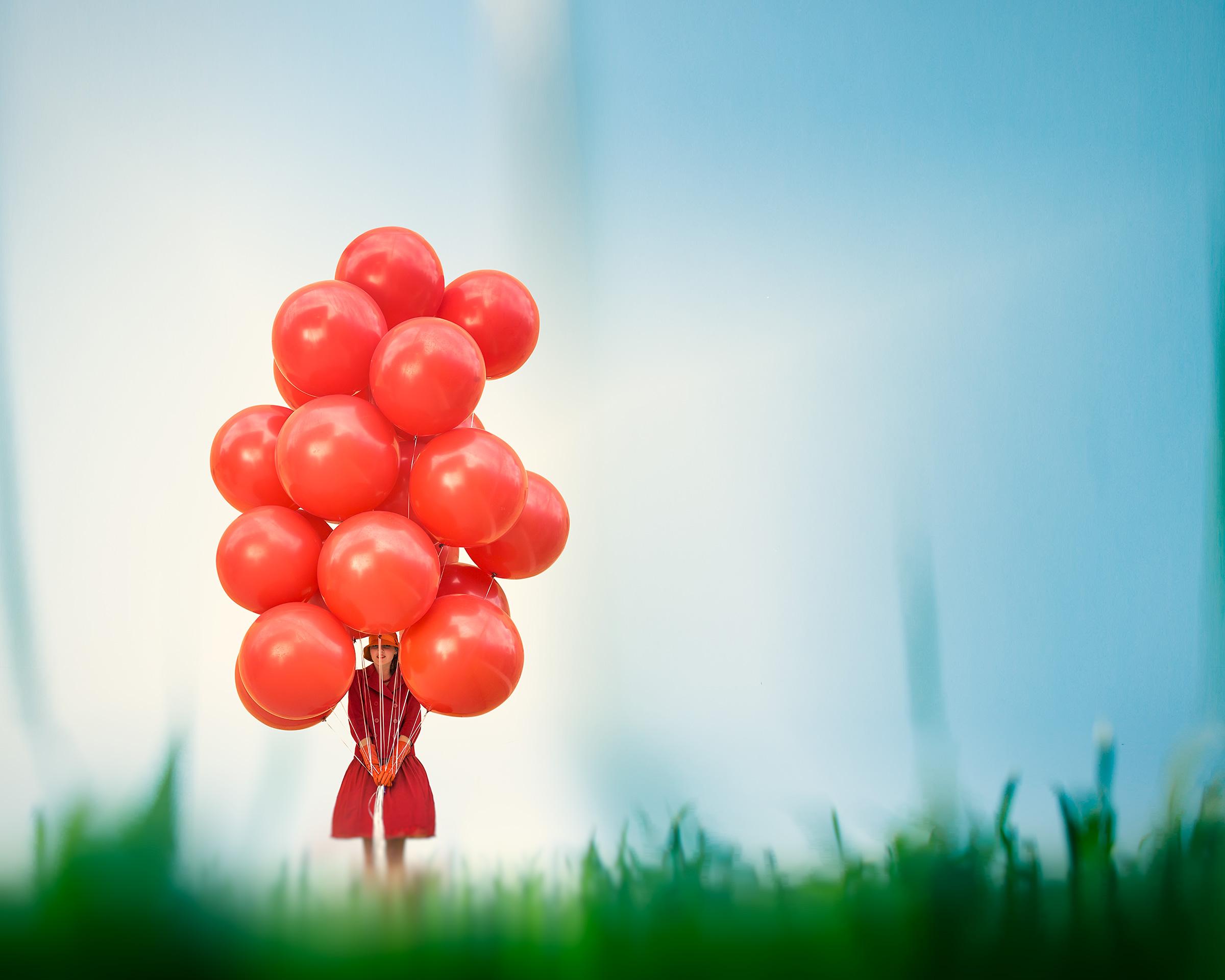 BalloonsOnLawn_C.jpg