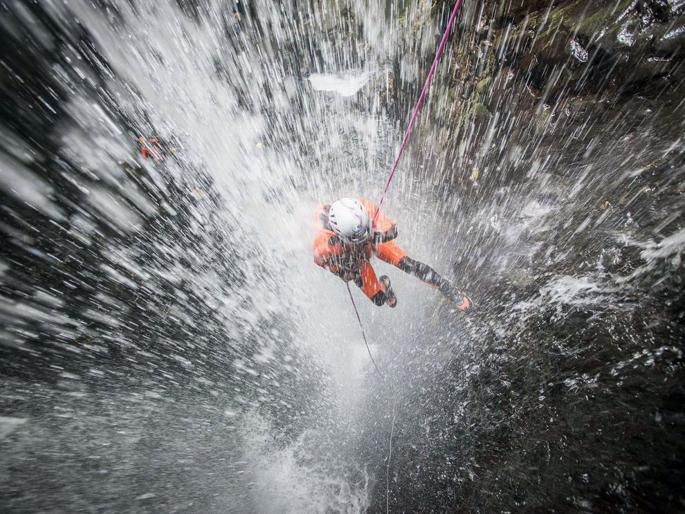 waterfall-rappelling-adventure-indonesia_88366_990x742.jpg