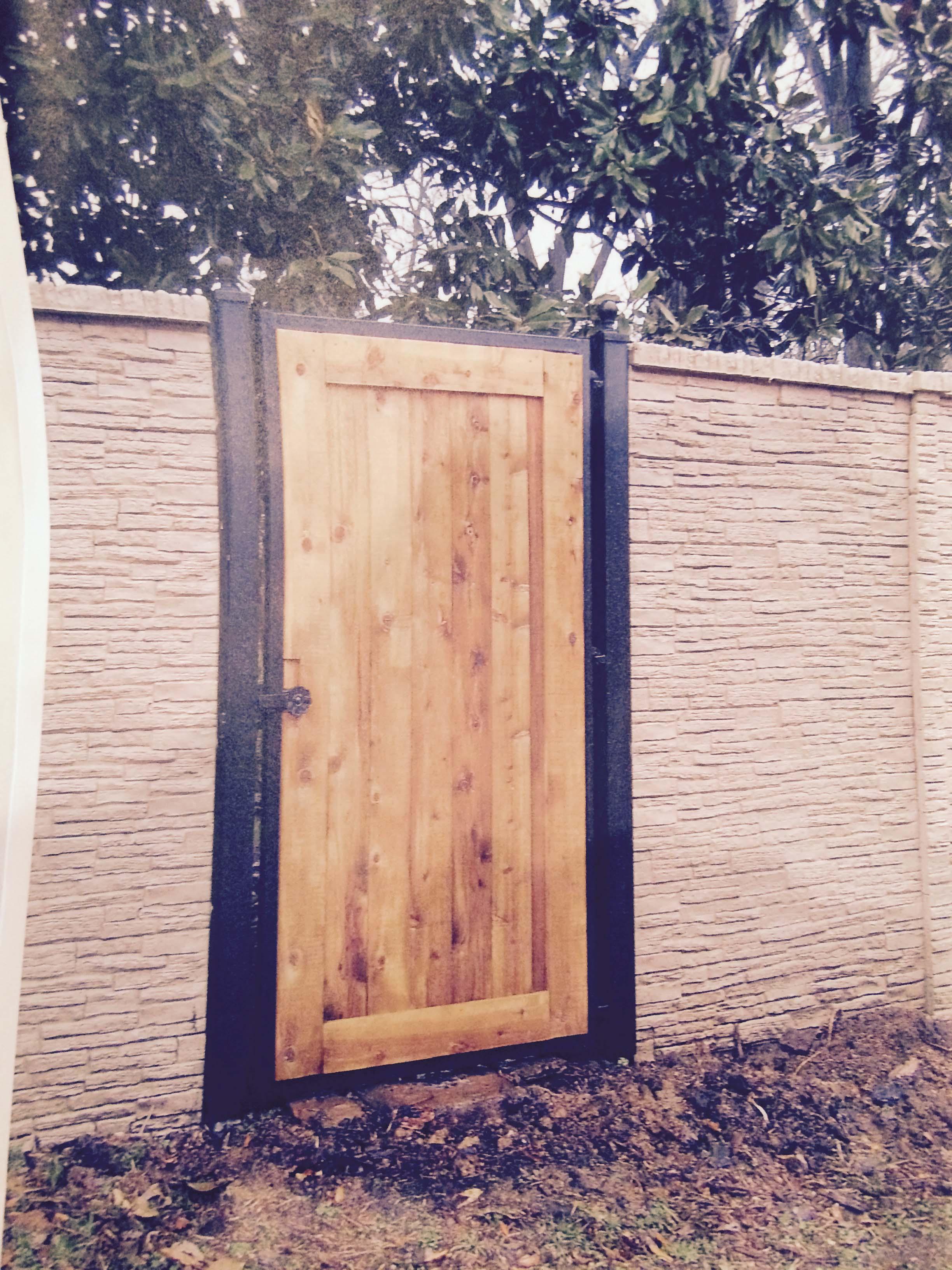 Flat Top Wood Gate.jpg