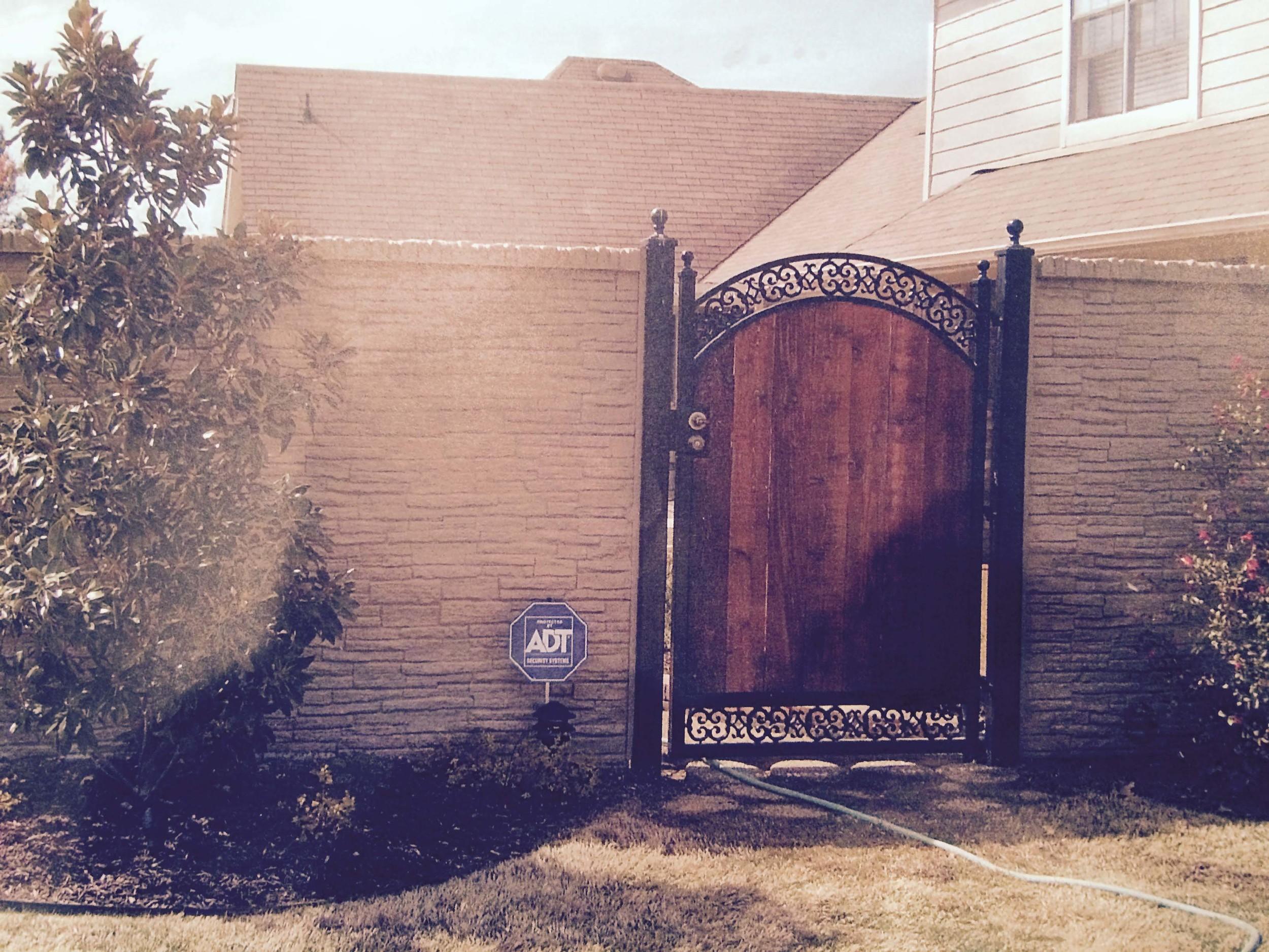 Single Wood Gate Shoemaker.jpg