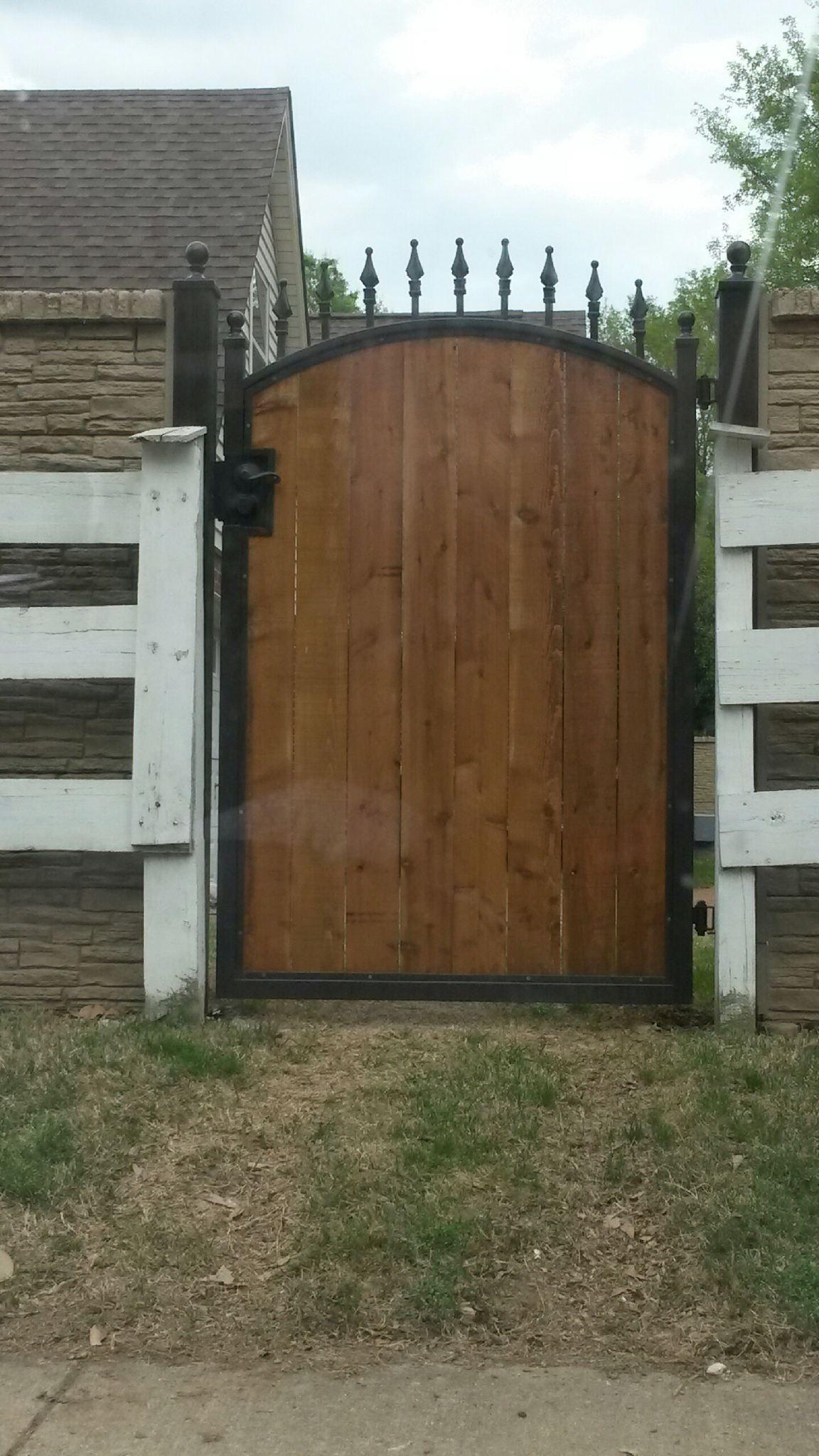 Wood center gate.jpg
