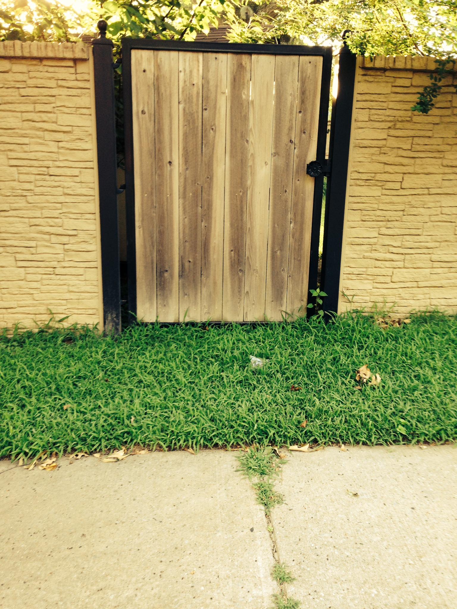 Wood center gate 2.JPG