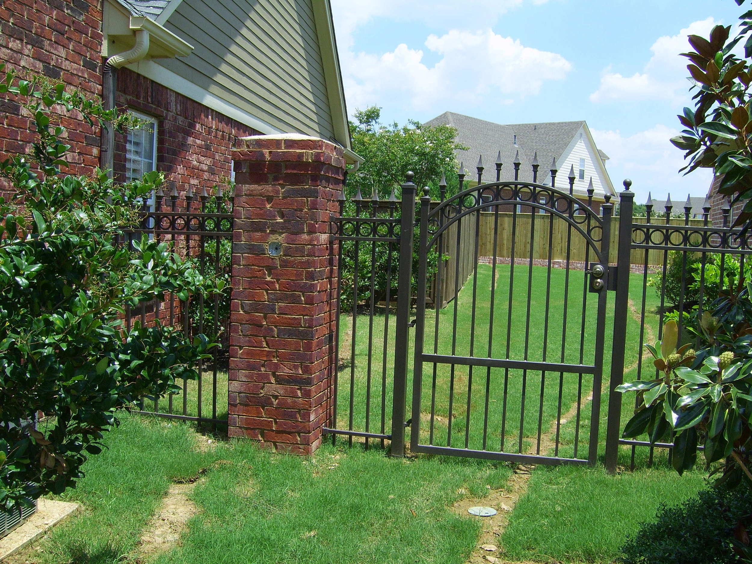 Walk thru gate with rings.JPG