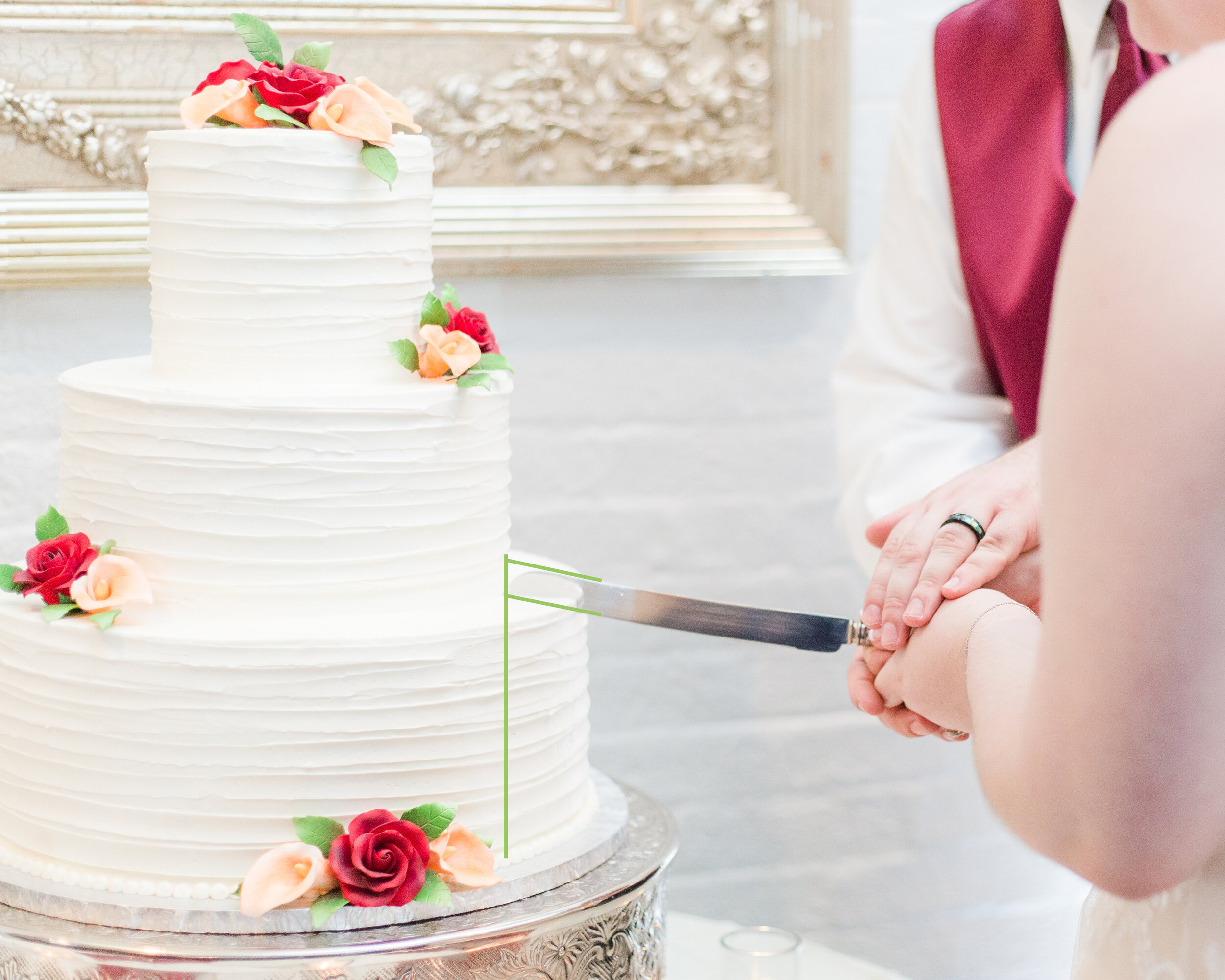 HOW-TO-CUT-YOUR-WEDDING-CAKE (2 of 9).jpg