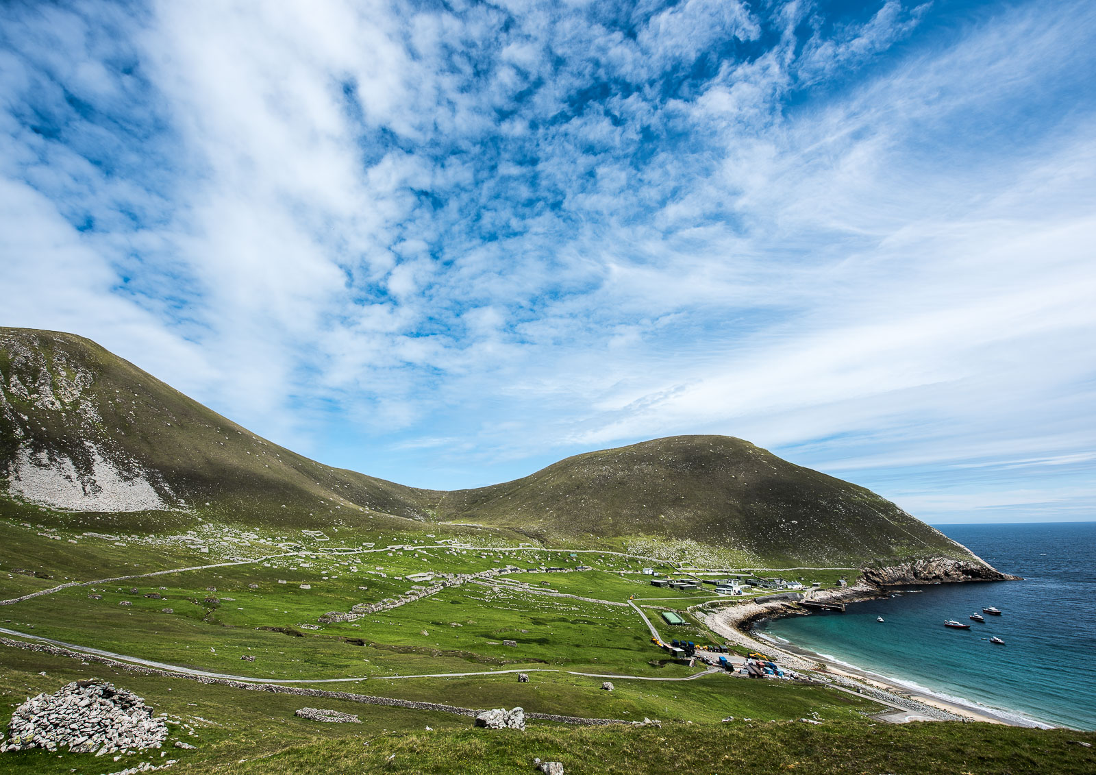 Village Bay, Hirta. Conachair on the left, Oiseval on the right.  Nikon D810 14-24mm f2.8 at 14mm. 1/320sec f8 ISO 64
