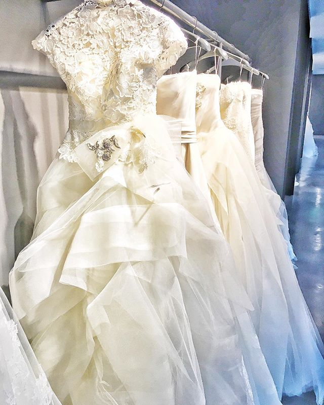 I've still got @verawanggang on my mind after playing dress up in their San Francisco flagship last weekend. When my girls choose Vera, we're setting a very clear statement about their wedding - refined  elegance. Period.  #verawang #verawanggang #verawangbridal #designergown #refineelegance #weddingplanner #sanfranciscoweddingplanner
