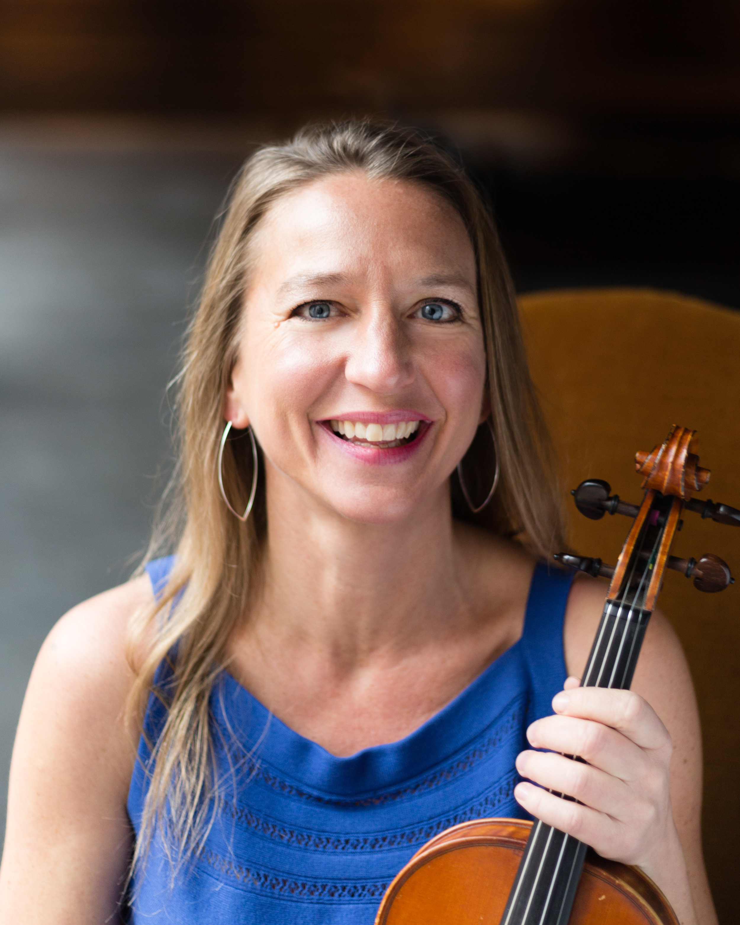 Inger Petersen Carle, Violinist  Carnegie Mellon University, Cleveland Institute of Music  What makes a great studio musician? Someone who gets it right on the first pass. That's Inger. And the magic she works in the studio translates to live performances too, when you only get one chance. With training like Inger's, she's in high demand, performing with the likes of Lake Forest Symphony, Elgin Symphony Orchestra, and the City Lights Orchestra – and nationally with the Sarasota Opera and the Key West Symphony Orchestra. You might also catch her with the Becca Kaufman Orchestra or the CoverGirls Violin Show. Don't forget to listen at your next theater outing; Inger's recorded the soundtracks for Chicago Shakespeare Theater, Goodman Theatre, and American Players Theatre. Plus, she's a first-call when touring musicians come through town, performing with Rod Stewart, Ray LaMontagne, Belle and Sebastian, Kishi Bashi, Sufjan Stevens, Poi Dog Pondering, Michael Bublé, Josh Grobin, the Pointer Sisters, Dennis DeYoung, Natalie Cole, Frank Sinatra Jr. and Brian Wilson – to name a  few .  Her teachers have included Donald Weilerstein, Andrés Cárdenes and David Updegraf.