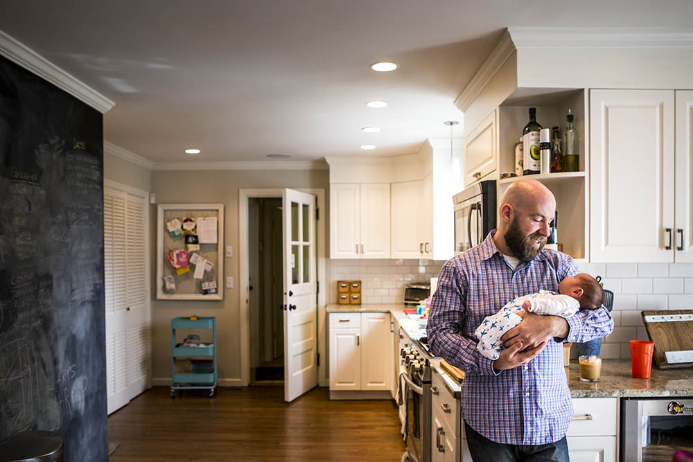 ct lifestyle photography featuring dad with newborn in kitchen
