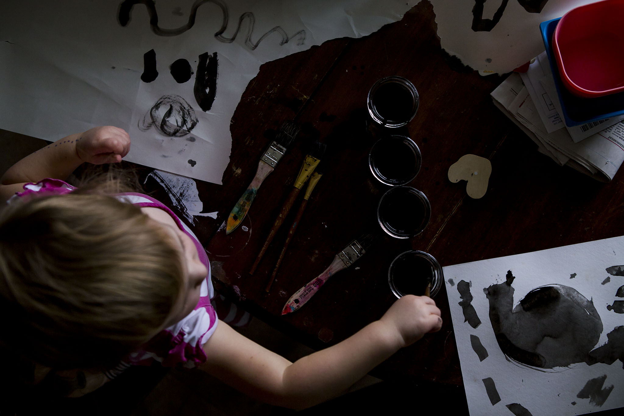 authentic, candid photograph of connecticut child doing art with ink and paintbrushes.