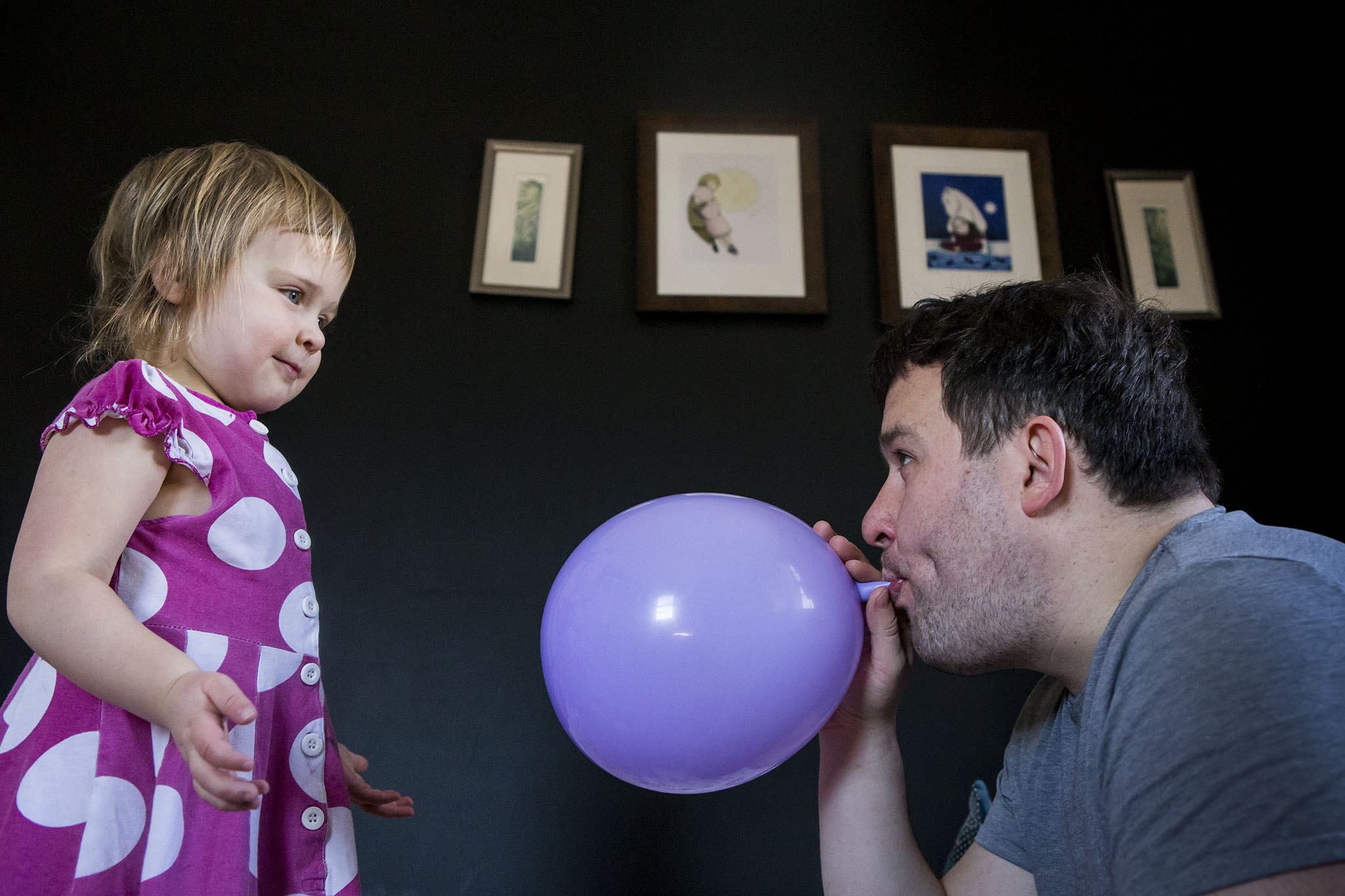 Picture of father and daughter playing with a balloon by Connecticut family photographer.