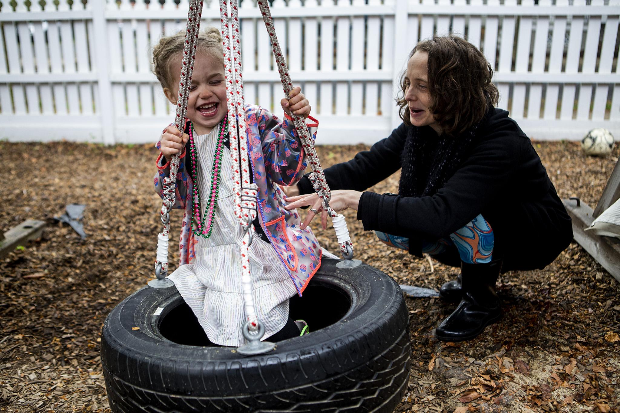 fun-tire-swing-family-portriat.jpg