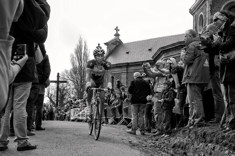Alexander Kolobnev gets on top of the Muur