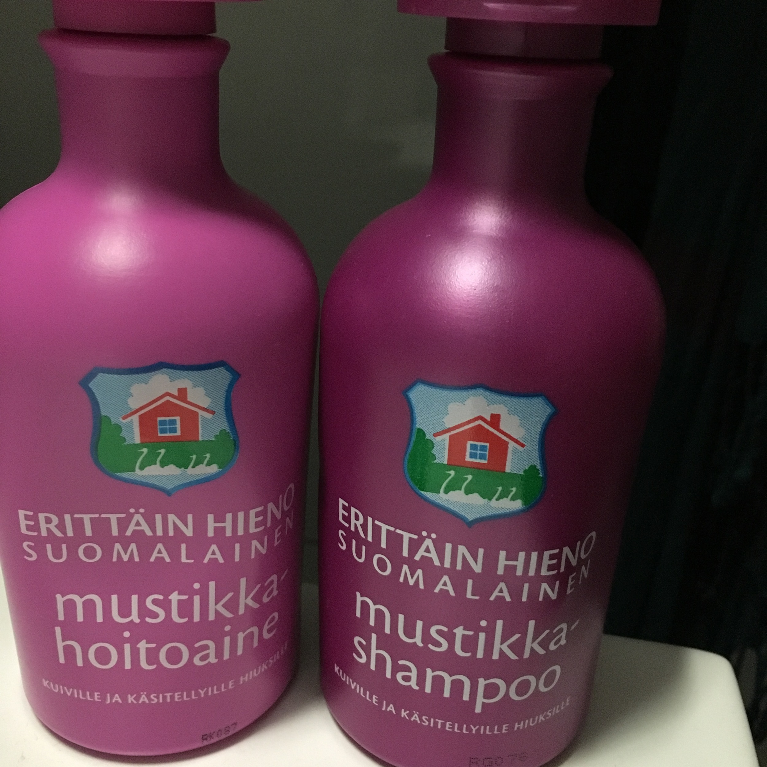Finnish blue berry shampoo and conditioner