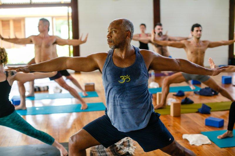 6-reasons-why-more-men-should-practice-yoga-8.jpg