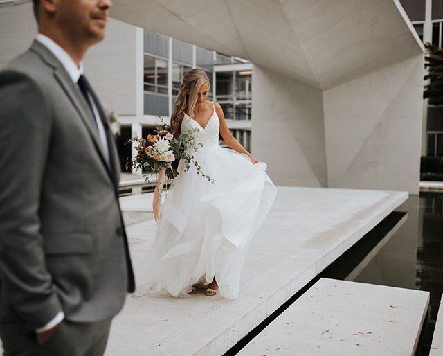 Hilary & Kyle's beautiful wedding day in 10 photos🤩.. swipe ➡️to the end to see a shot of the most epic, choreographed father daughter dance 🙌.