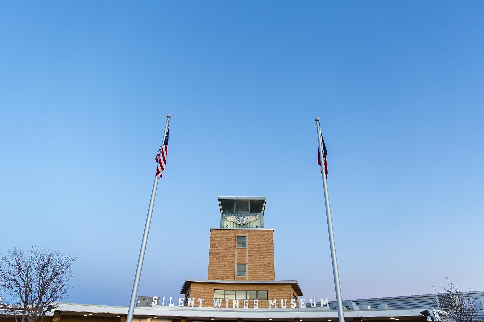 silent wings museum lubbock texas, wedding reception, big blue sky, world war II