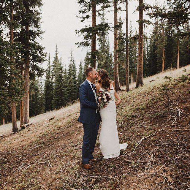 Was counting down the days till I got to capture this mountain wedding and now I can't believe it's been a week since these two got married. More mountain weddings pretty pleeeeeeease . . . #LOVEANDWILDHEARTS #rockymountainbride #rmbcolorado #DIRTYBOOTSANDMESSYHAIR #AUTHENTICLOVEMAG #coloradocountryside #ELOPEMENTLOVE #wanderingweddings #theknot #weddinginspo #photobugcommunity #weddingpioneer #greenweddingshoes #stylemepretty #thatsdarling #radlovestories #justalittleloveinspo #lookslikefilm #heyheyhellomay #couplegoals #thewandererscommunity #wanderingweddings #anotherwildstory #adventuresession #epicloveepiclife #radcouples #adventurouslovestories #trueloveinspo #keystonecolorado #wedcolorado