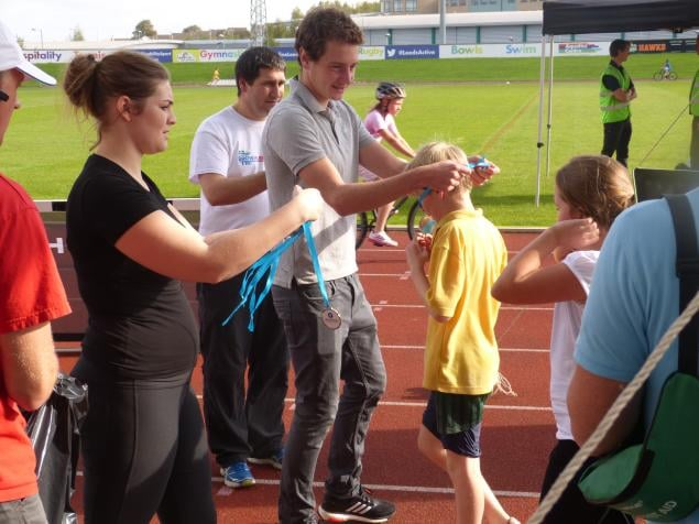 Alistair Brownlee presented the children with a medal at the end of the event.