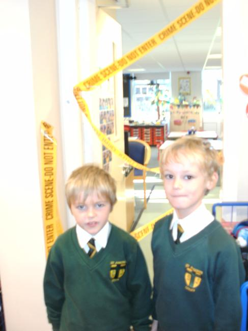 Then there was even more excitment! We arrived at school to find that our classroom was a crime sence. Alfie our class puppet had been stolen! Scientists had been called to help us examine the evidence and decide which of the suspects had commited the crime.