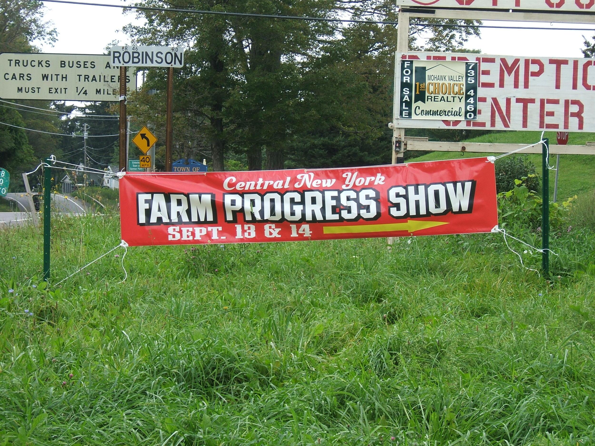 FARM PROGRESS 2006 B RED 2.JPG