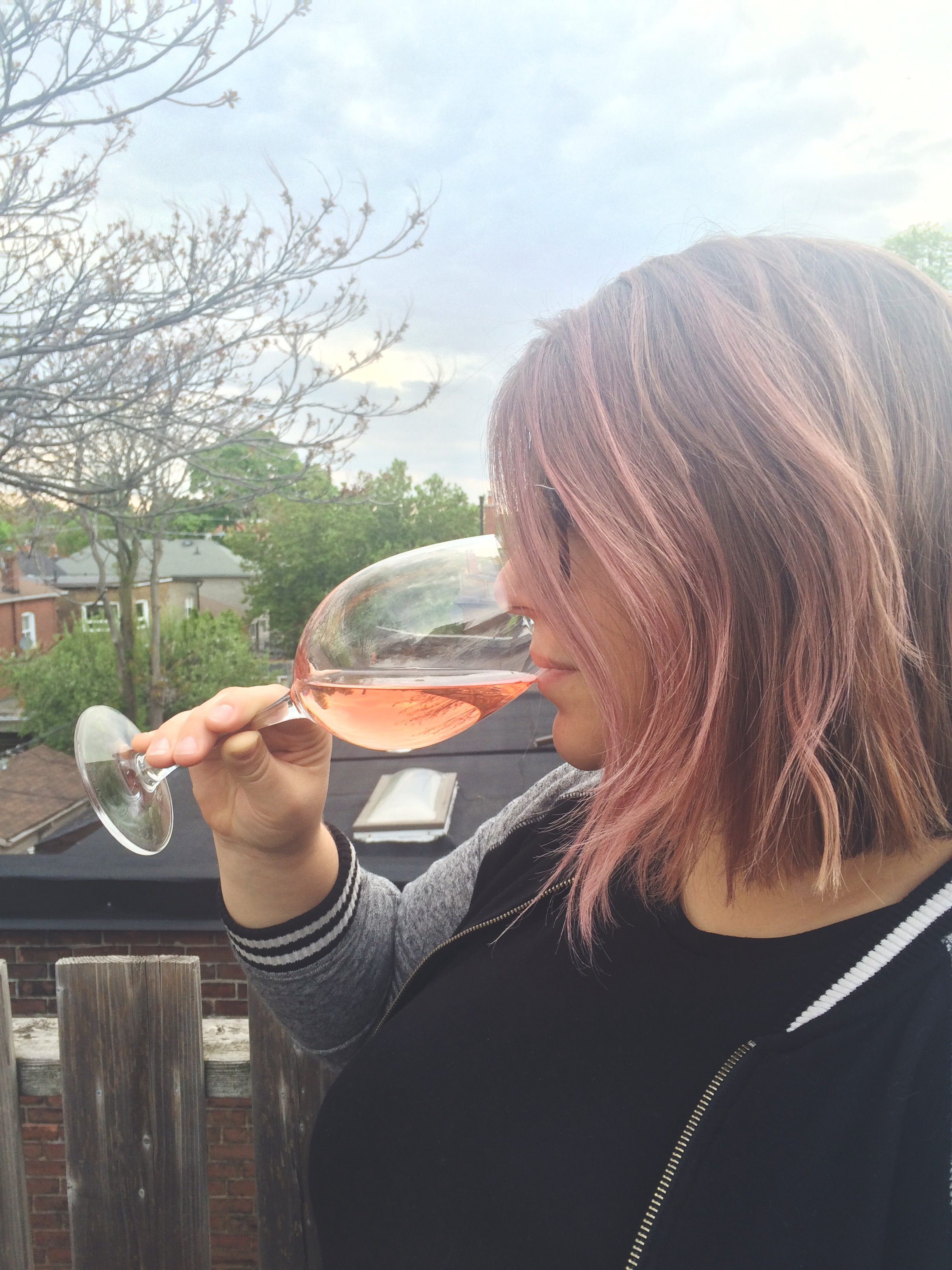 Pro tip: match your hair to the colour wine you're drinking a la Dyanna.