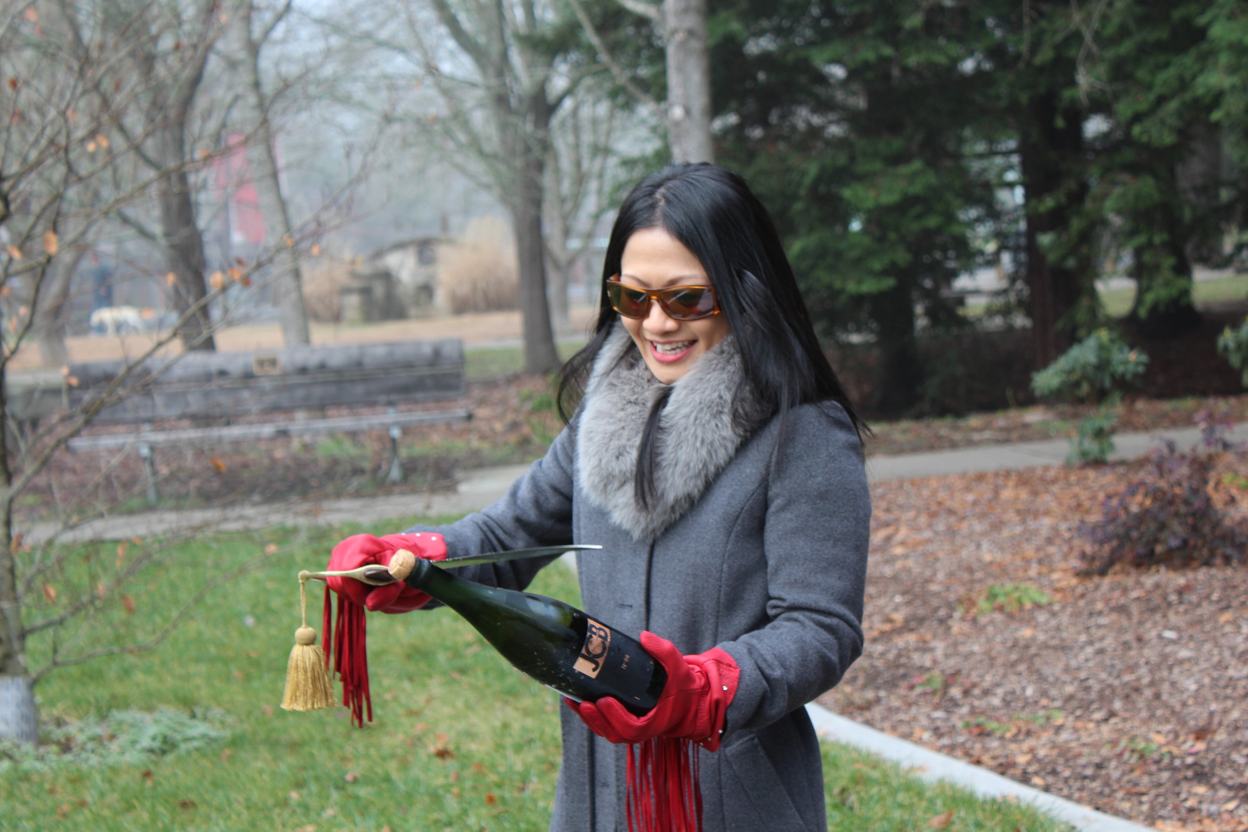 woman-sabering-bottle-on-napa-valley-wine-tour