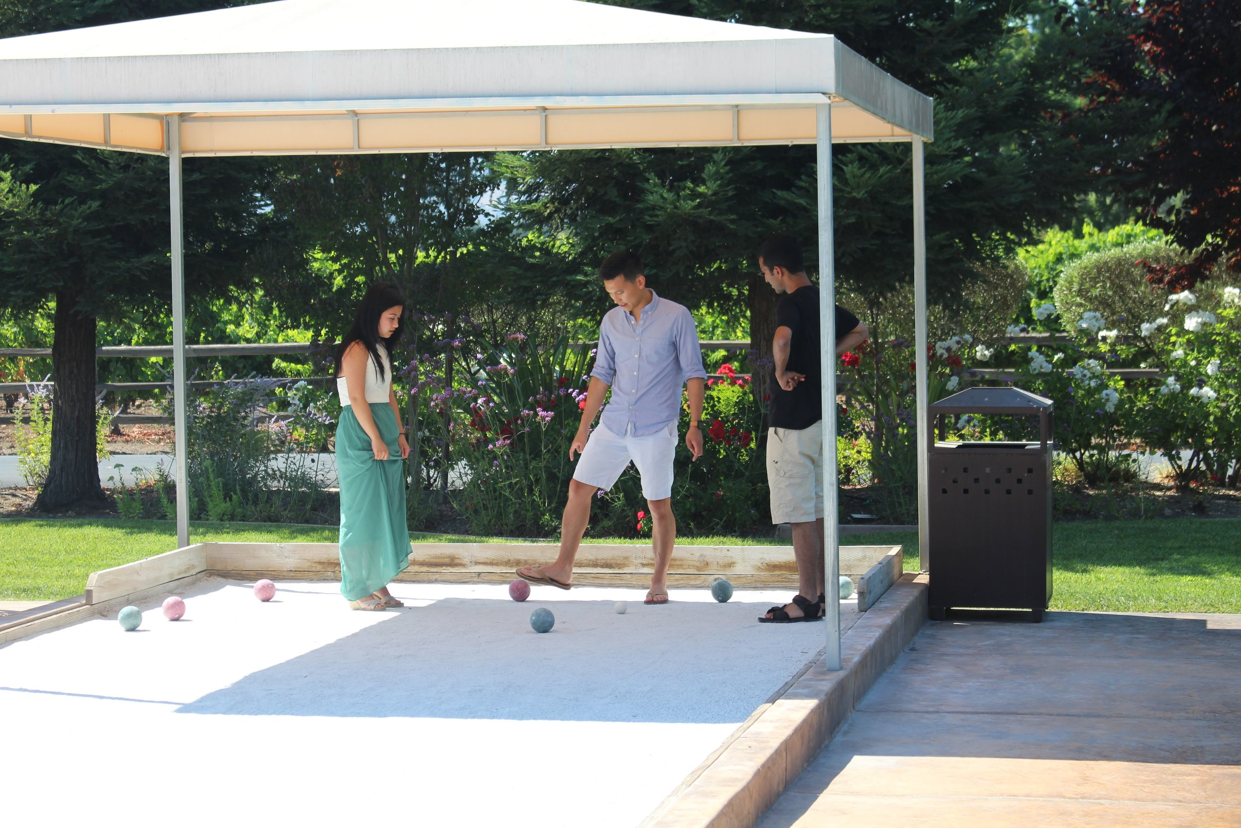 playing-bocce-ball-at-corporate-event