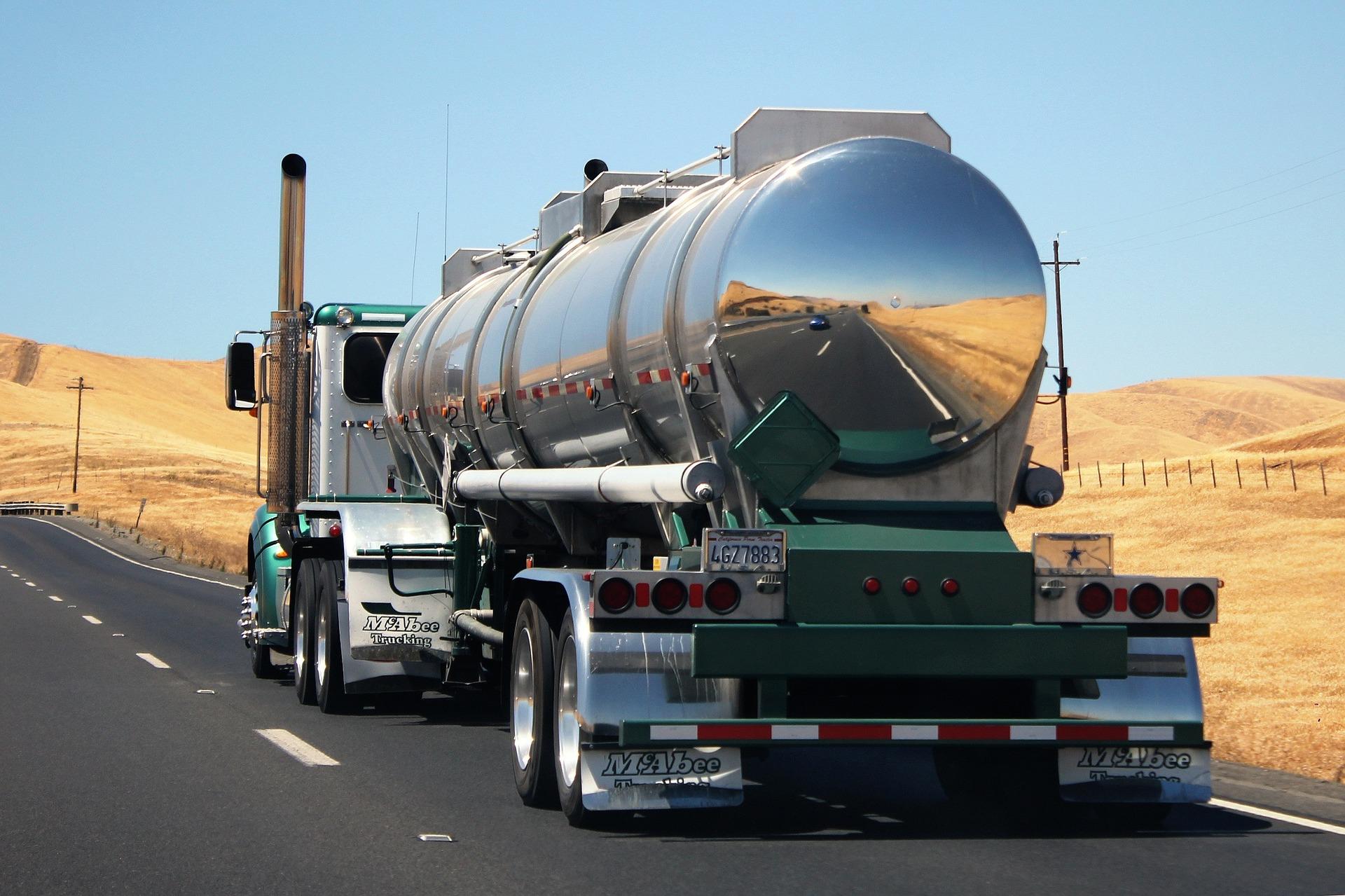 truck-1181063_1920.jpg