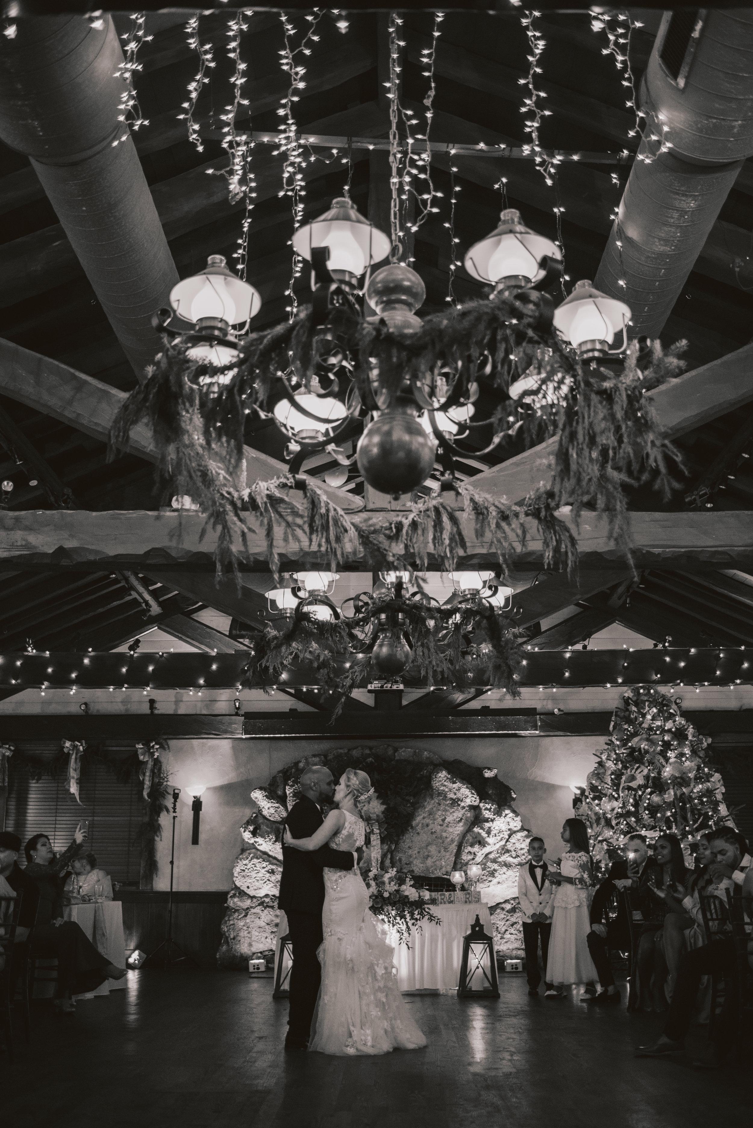 Los-Vargas-Photo-Wedding-Historic-Dubsdread-Ballroom-9100.jpg