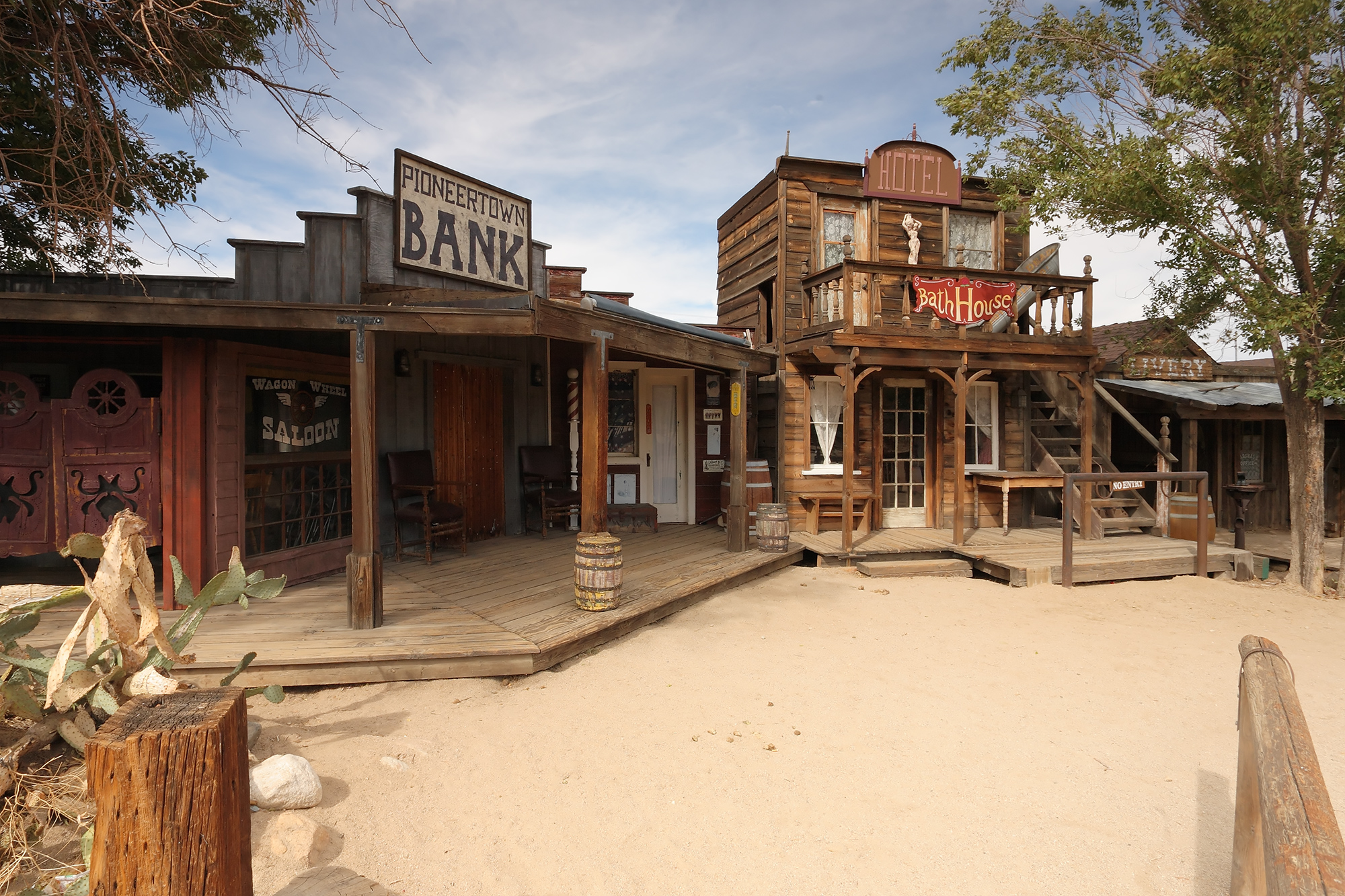 Pioneertown_california_saloon_and_bath_house.jpg
