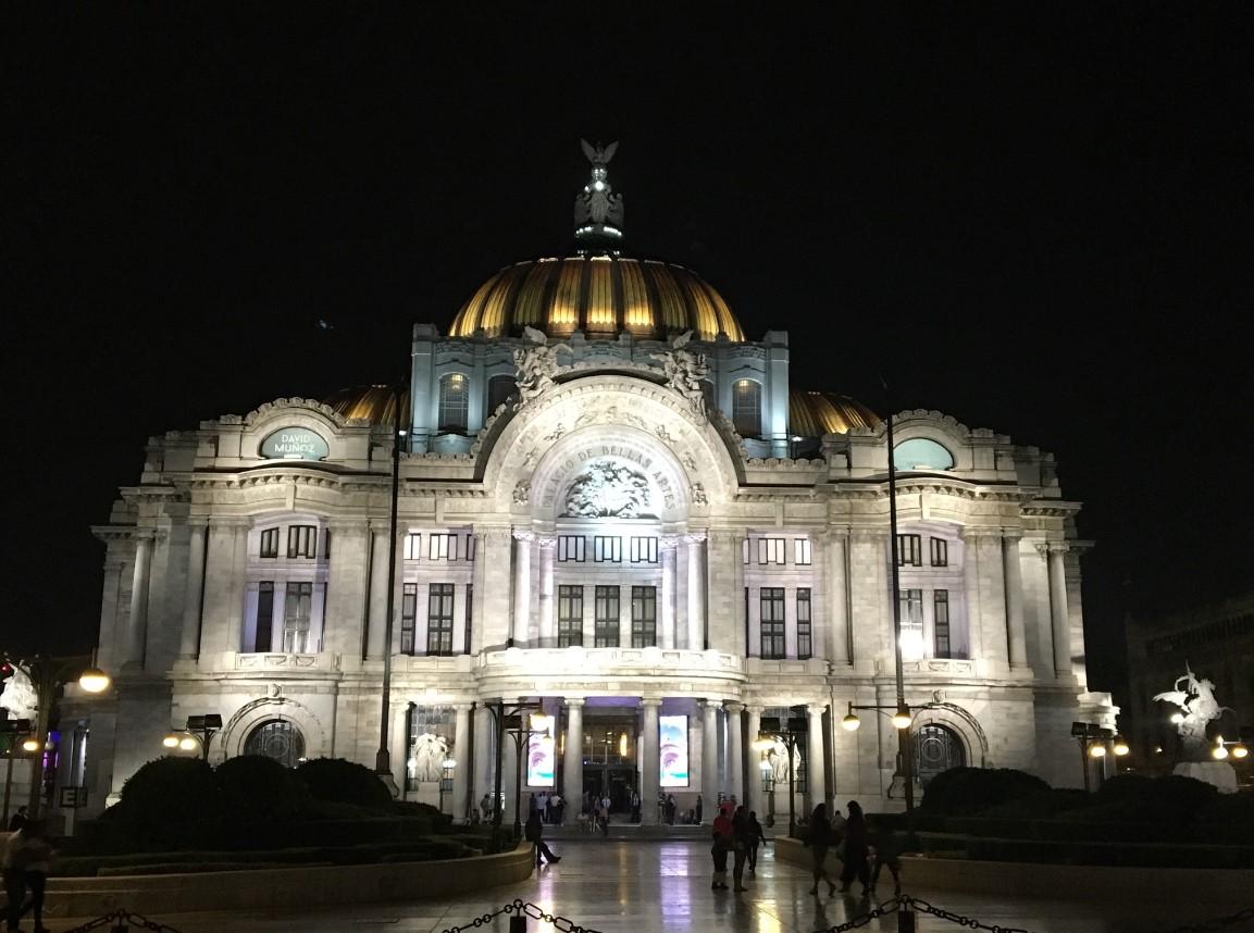 Palacio de Bellas Artes hosts exhibitions and theatrical performances and is the main venue of the Ballet Folklorico de Mexico.