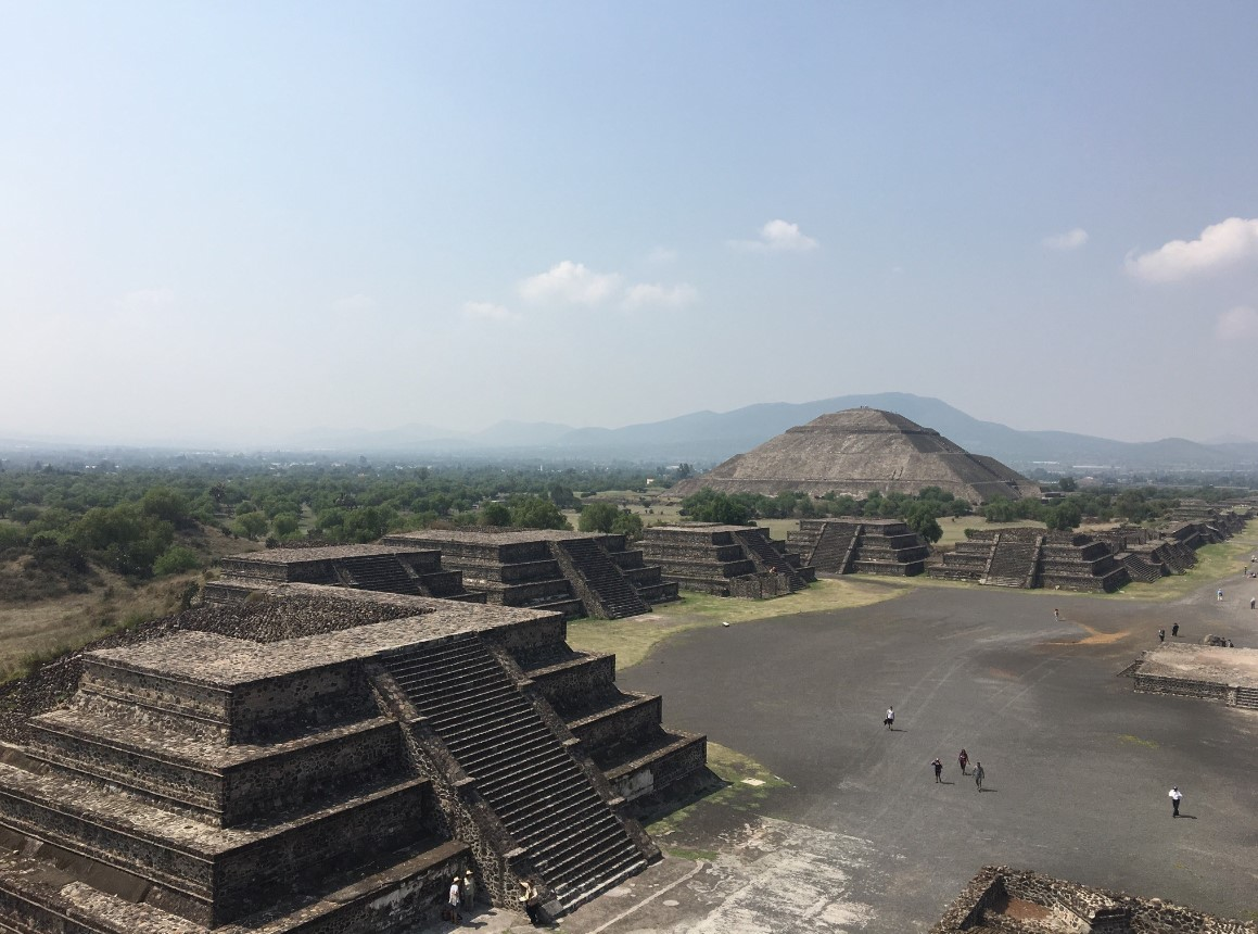 Teotihuacan, preserves the remains of one of the most important civilizations in Mesoamerica. We were amazed by the beautiful constructions and by the mystery kept within the wall of the Pyramid of the Sun, the Temple of Quetzalpapalotl, the Avenue of the Dead.  Here, we are on top of the Moon Temple….in the distance is the Pyramid of the Sun