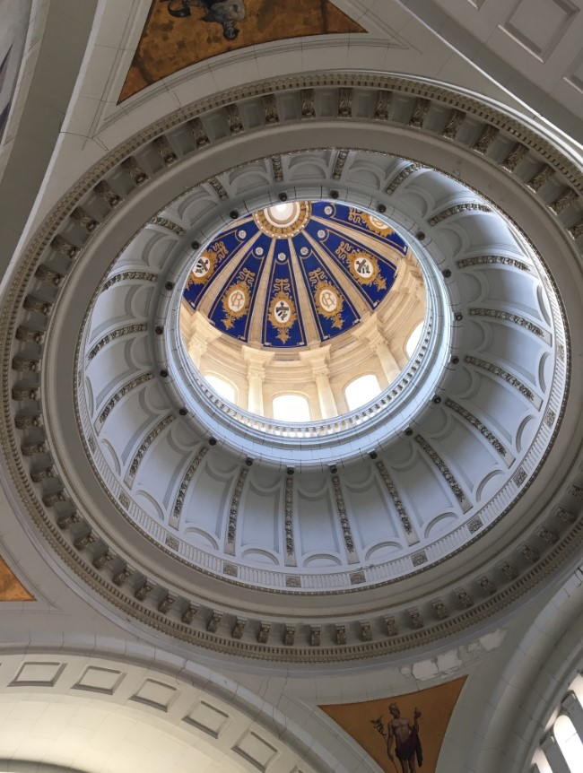 Inside the Museo de la Revolucion….looking up into the dome.