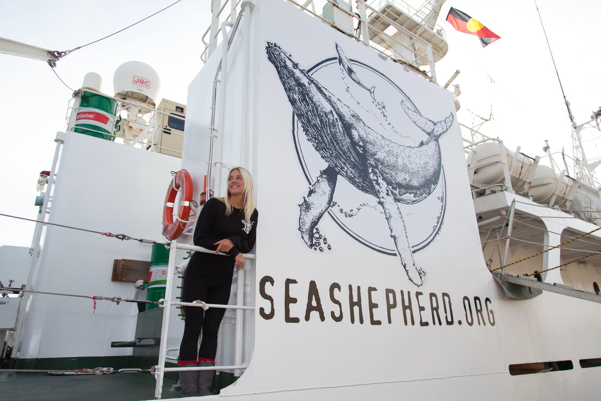 Natalie Fox_side of ship_logo_SAM SIMON_-®Carolina A Castro-4165.jpg