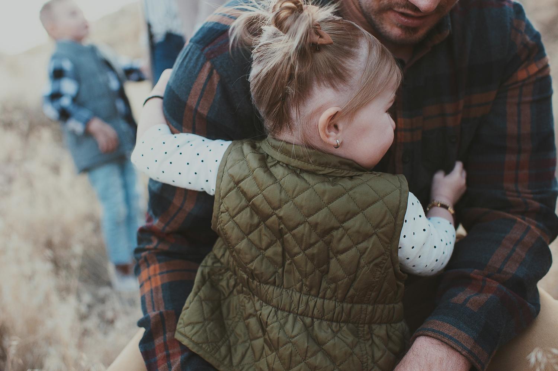 Toddler girl hugging dad