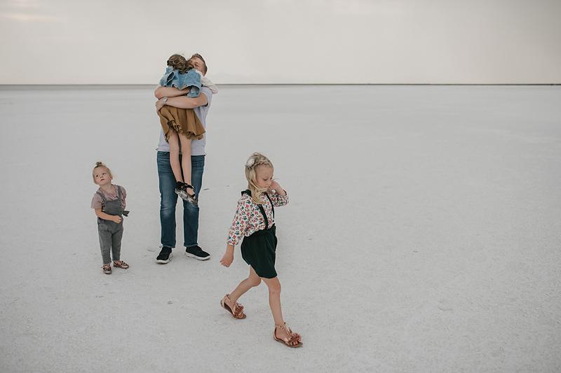 dad hugging daughter on bonneville salt flats