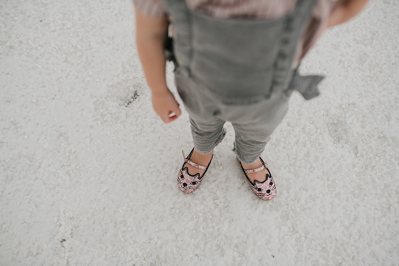 little girl wearing sparkly kitty shoes