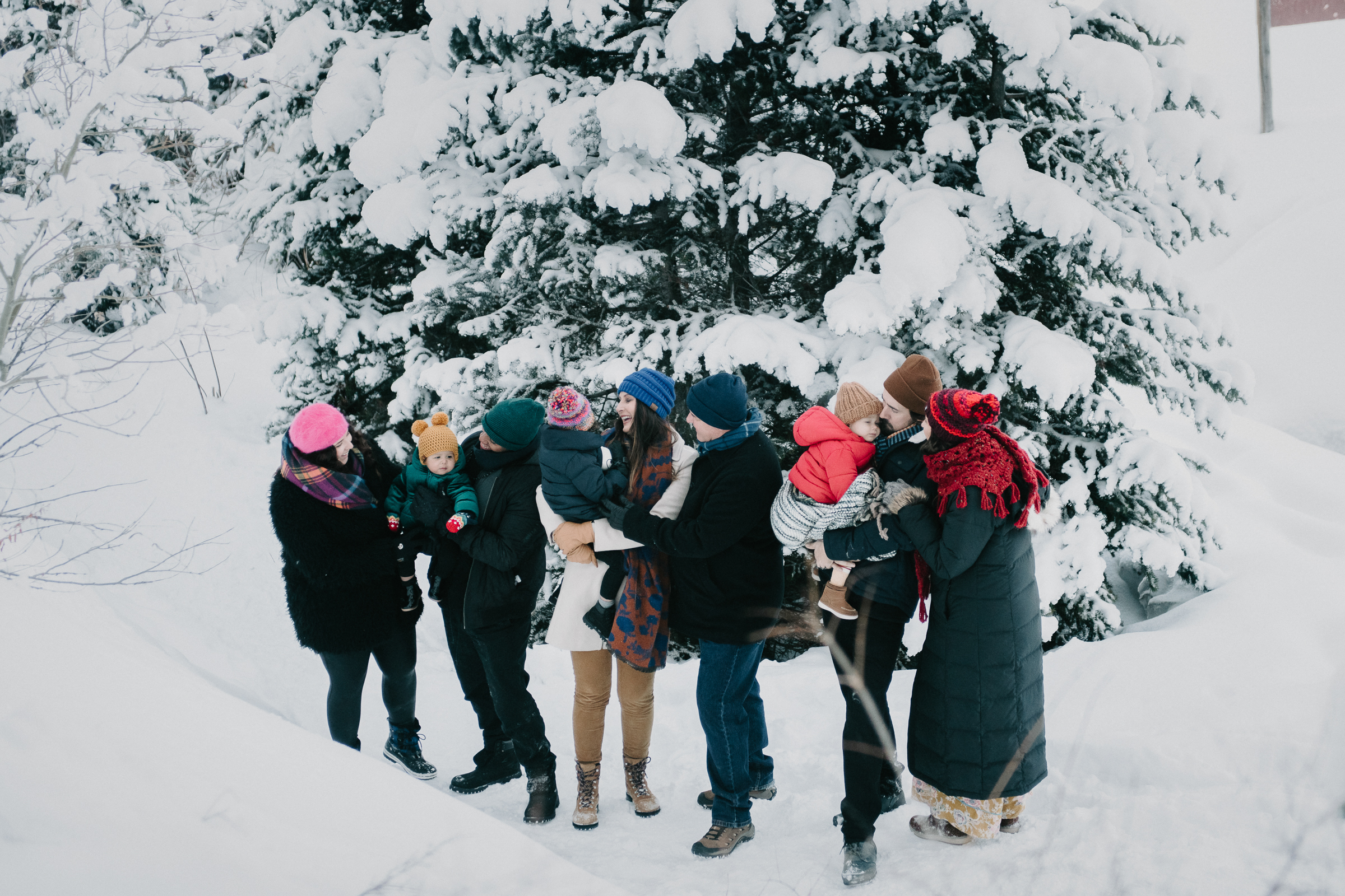 Extended family photo in the snow