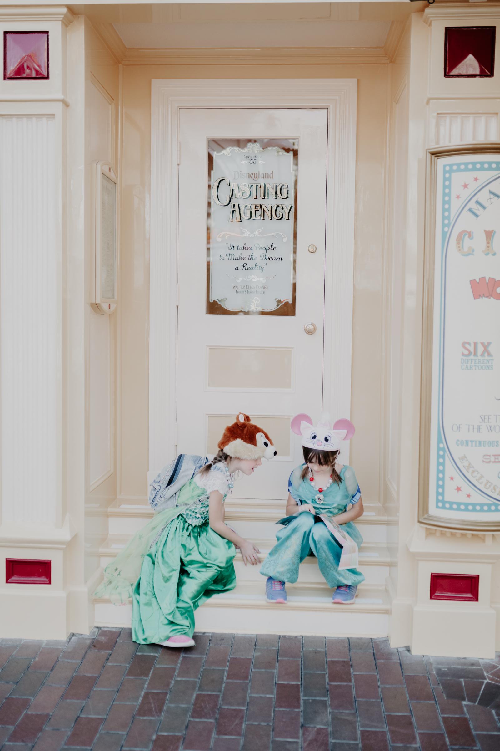 Anaheim-Disneyland-Family-Photographer-1-3.jpg
