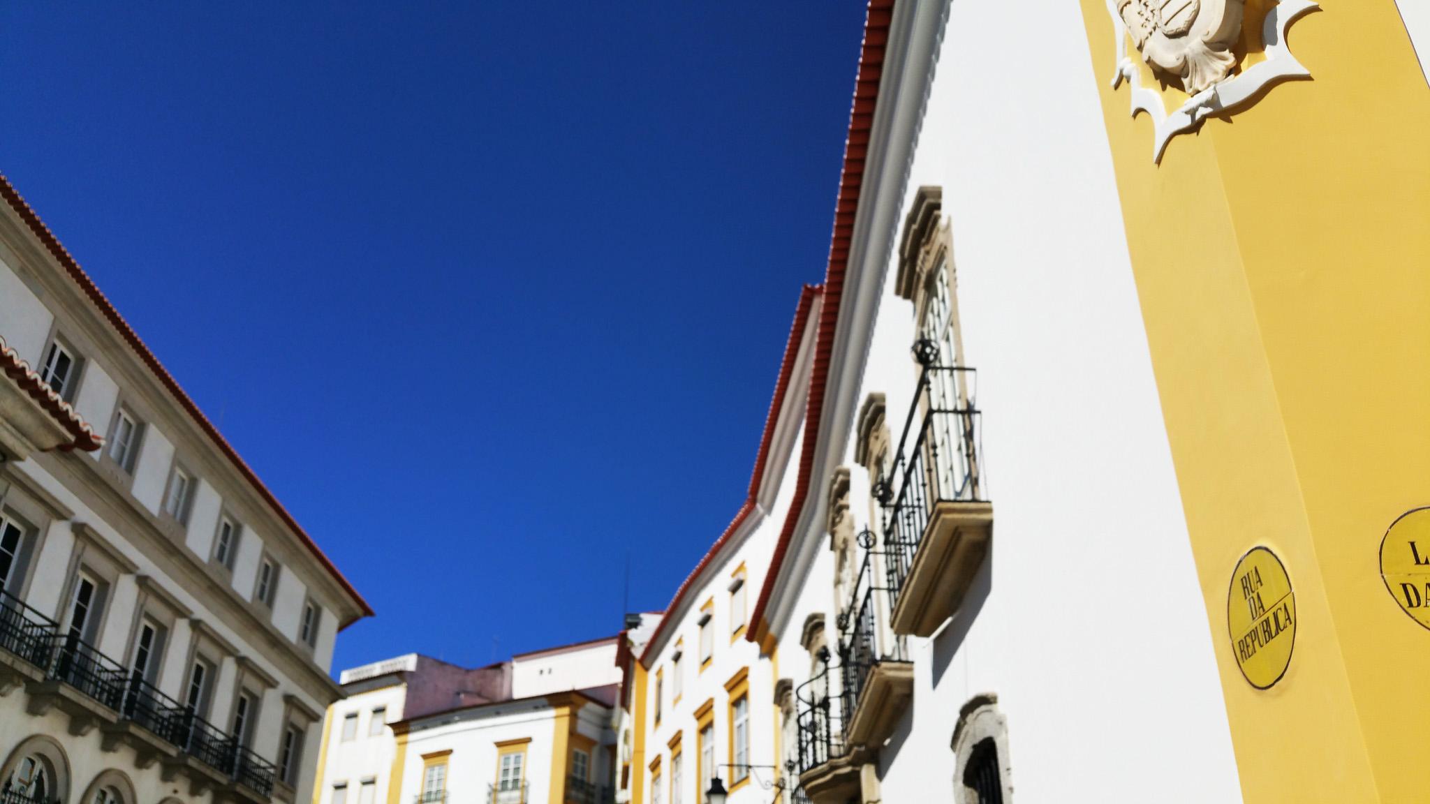 soi55_travel_blog_portugal_evora_architecture_colour